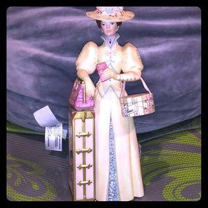 Avon 2002 Mrs. Albee Award Figurine